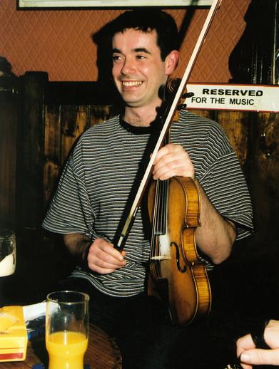 Finbarr Naughton, fiddle / Steven de Paoire