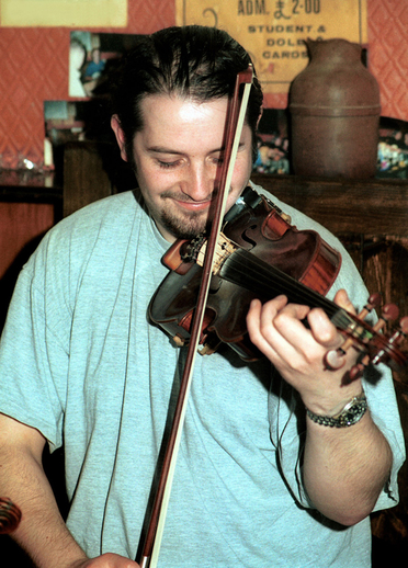 Oisín McAuley, fiddle / Steven de Paoire