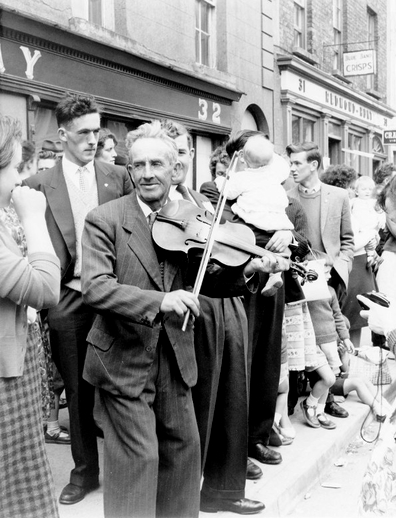 Unidentified fiddler at the Fleadh Cheoil, Gorey, 1962 / Bord Fáilte