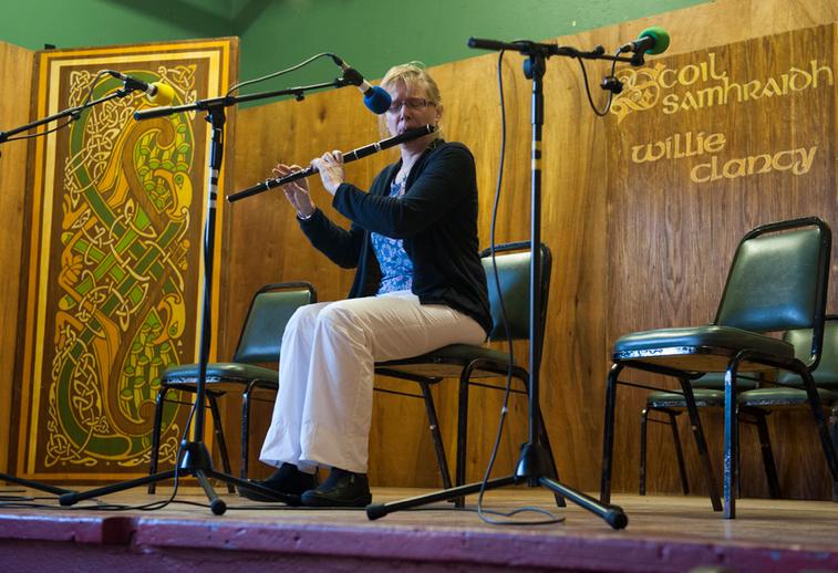 Eibhlín de Paor, flute / Tony Kearns