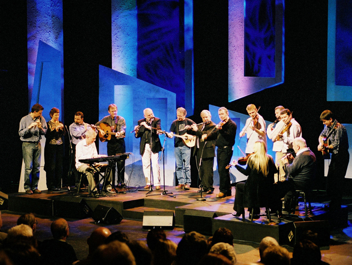 Matt Molloy ; Dónal Lunny ; and others at Gradam TG4 2003  / TG4 photographer