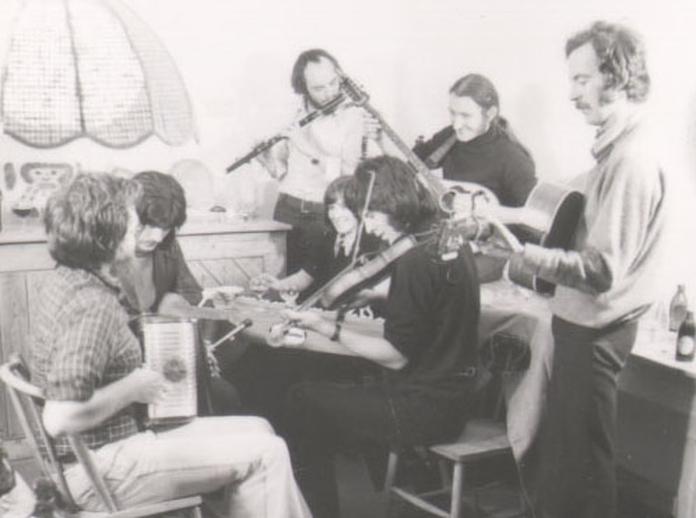 Seachtar, group, 1974  / Robert Dawson
