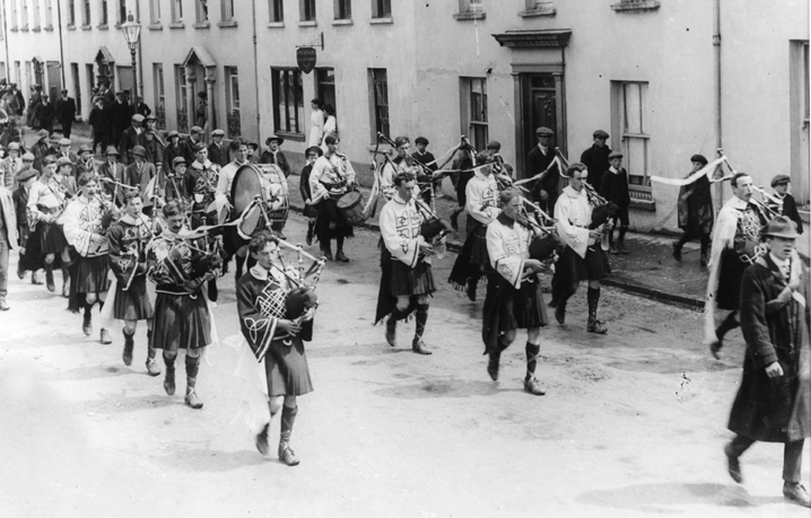Black Raven Pipe & Drum Band, group, 1914 / Cork Examiner photographer