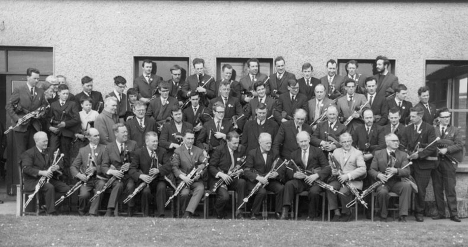 Uilleann pipers at Bettystown, Co. Meath, 1968 / unidentified photographer