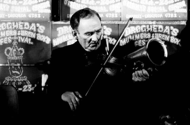 Pat Usher, Stroh fiddle, 1977 / Joe Dowdall