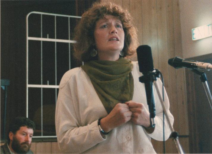 Seosaimhín Ní Bheaglaoich, singer, 1990 / Ken Garland
