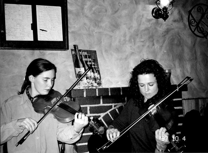 Róisín Harrigan & Jo McAuley, fiddles, 1997 / Mark Jolley