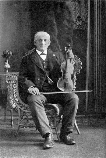 Edward Cronin, fiddle / unidentified photographer