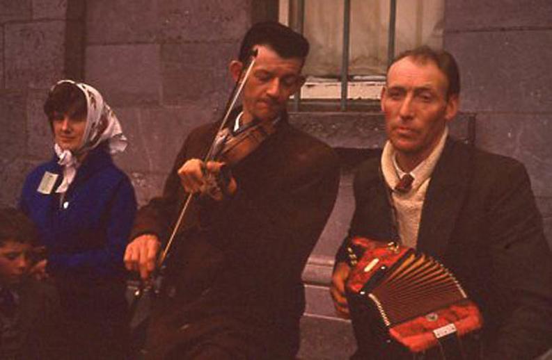Martin O'Toole, accordion, & others, 1958 / Pádraig Ó Mathúna