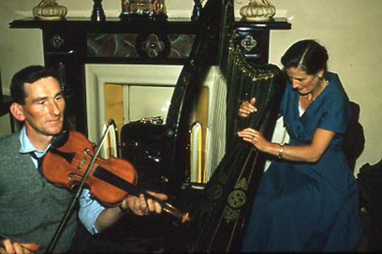 Tom Barrett, fiddle, & Róisín Ní Shé, harp, 1958 / Pádraig Ó Mathúna