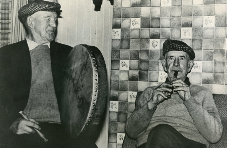 Marcus Walsh, bodhrán & John Fennell, whistle / [unidentified photographer]