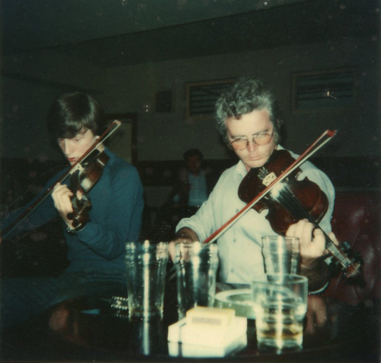 Unidentifed, fiddles / [unidentified photographer]
