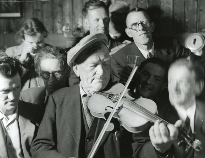 Unidentified, fiddle, at the Fleadh Cheoil, Dungarvan, 1957 / Bord Fáilte