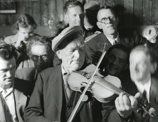 Unidentified, fiddle, at the Fleadh Cheoil, Dungarvan, 1957 / Bord Fáilte