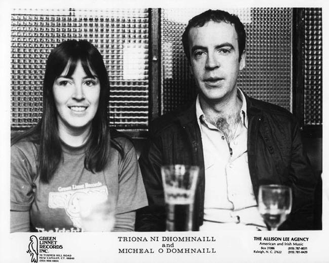 Tríona Ní Dhomhnaill, singer, & others, ca. 1977 / unidentified photographer