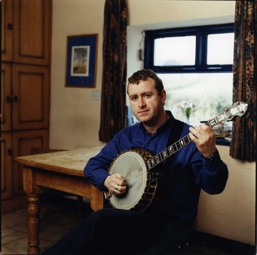John Carty, banjo, 2000 / Paul MacCarthy