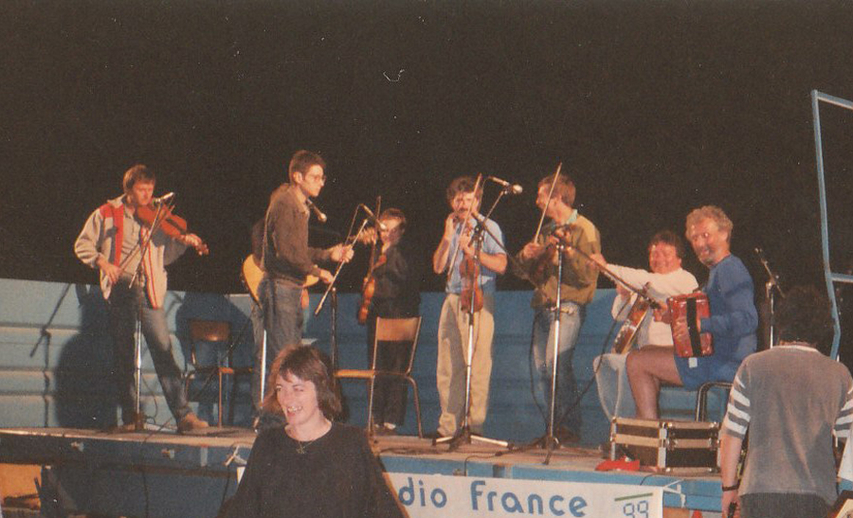 Gerry O'Connor, fiddle ; and others, Tocane, 1991 / [unidentified photographer]