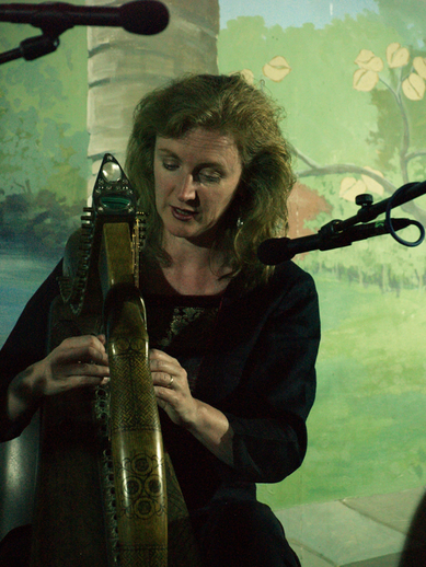 Siobhán Armstrong, harp, Tocane 2010 / [unidentified photographer]