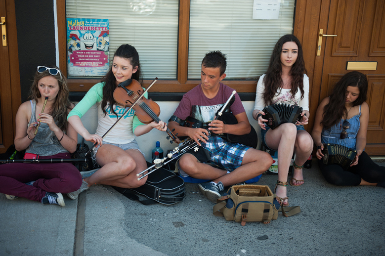 Young buskers / Tony Kearns