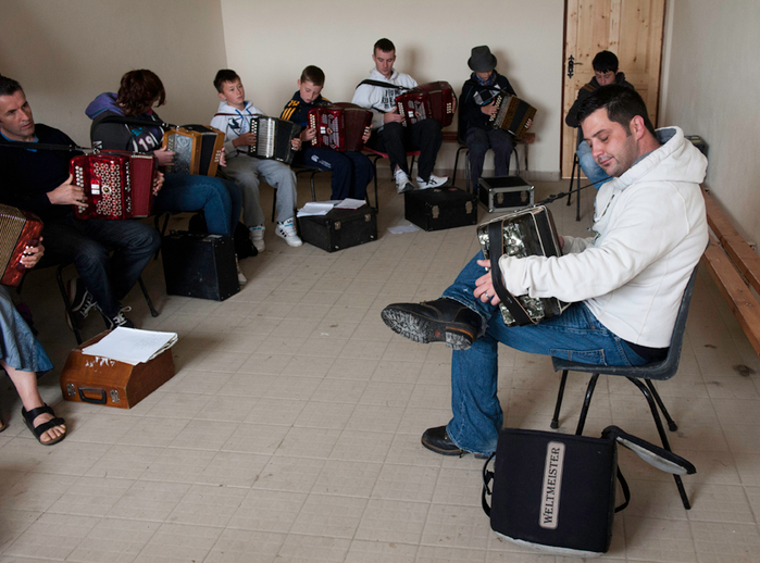 Paul Gannon with his accordion students / Tony Kearns