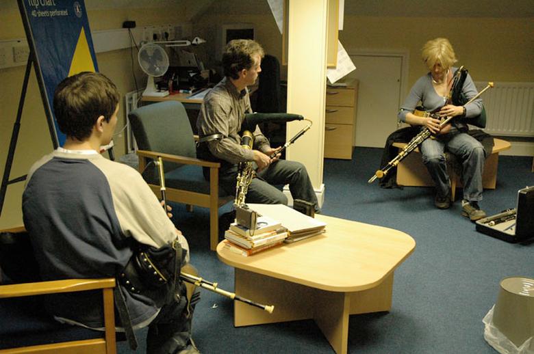 Máire Ní Ghráda, uilleann pipes, 2004 / Paul Eliasberg