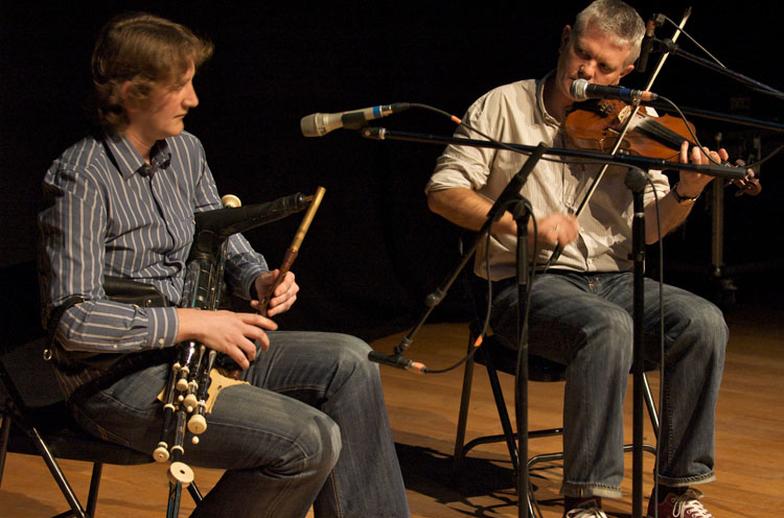 Tiarnán Ó Duinnchinn, uilleann pipes, & others, 2009 / Paul Eliasberg