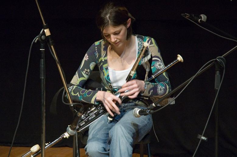 Sinéad Lennon, uillleann pipes, 2005 / Paul Eliasberg