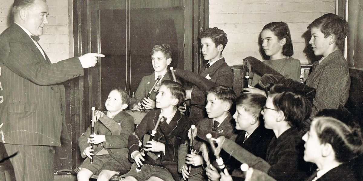 Leo Teaching Group Of Young Pipers Incl P Moloney Betty Nevin
