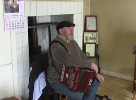 Interview : Paddy Joe Tighe, accordion, lilting, singing in English, speech in English, tin whistle