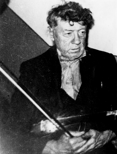 Pádraig O'Keeffe / [unidentified photographer]