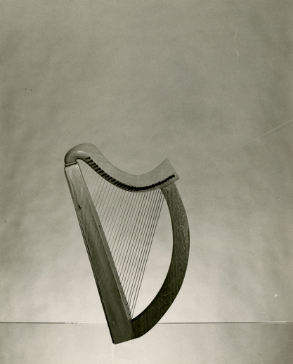 Wire-strung harp made for Gráinne Yeats by Maldwyn Thomas of Wales in 1973 / [unidentified photographer]