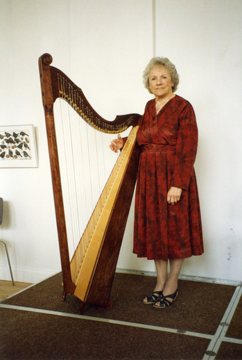 Gráinne Yeats with harp at the World Harp Congress 1993 / [unidentified photographer]