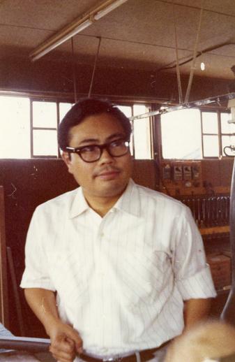 Kenzo Aoyama, harp maker / [unidentified photographer]