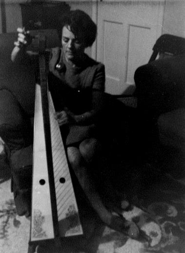 Gráinne Yeats tuning harp / [unidentified photographer]